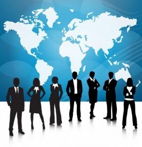 la-gente-de-negocios-del-equipo-con-el-mapa-del-mundo_53-7494